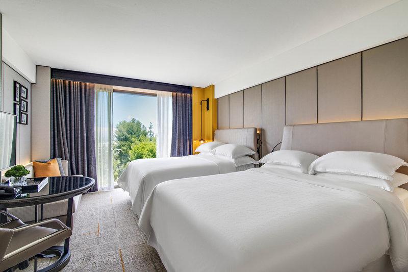 Sheraton Universal Hotel-Queen/Queen Guest Room<br/>Image from Leonardo