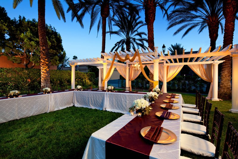 Sheraton Park Hotel-Outdoor Function Space<br/>Image from Leonardo