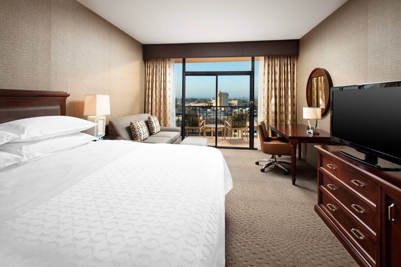 Sheraton Park Hotel-King Standard Guest Room<br/>Image from Leonardo