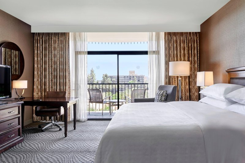 Sheraton Park Hotel-King Guest Room<br/>Image from Leonardo