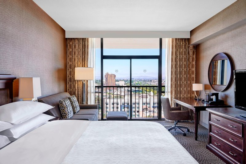 Sheraton Park Hotel-King Guest Room - Disney View<br/>Image from Leonardo