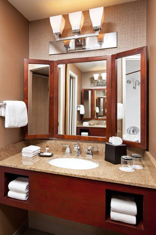 Sheraton Park Hotel-Guest Bathroom<br/>Image from Leonardo