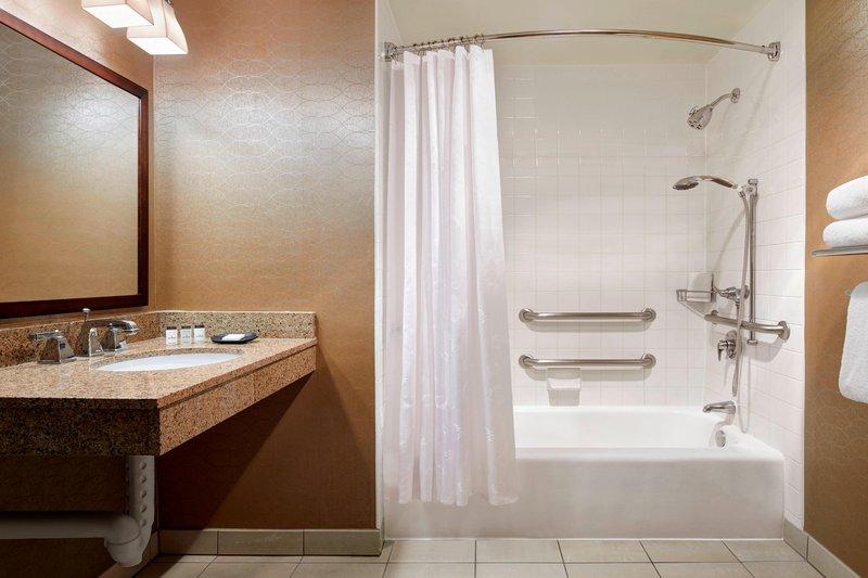 Sheraton Park Hotel-Accessible Guest Bathroom<br/>Image from Leonardo