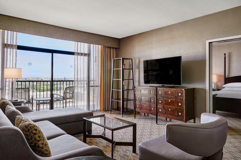 Sheraton Park Hotel-Club Suite Living Area<br/>Image from Leonardo
