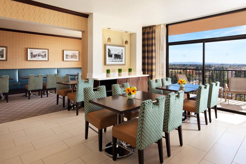 Sheraton Park Hotel-Sheraton Club Lounge<br/>Image from Leonardo