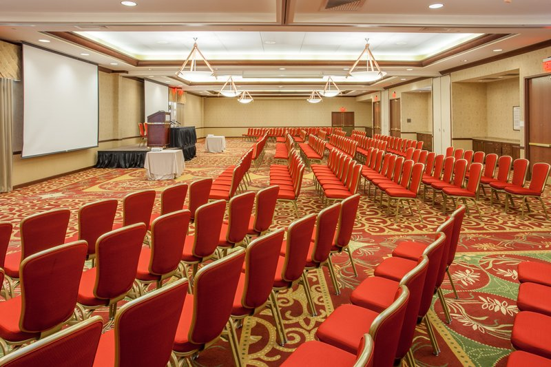 Crowne Plaza Milwaukee West-Meeting Room side center<br/>Image from Leonardo