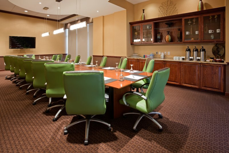 Crowne Plaza Milwaukee West-King Boardroom- Crowne Plaza Milwaukee West<br/>Image from Leonardo
