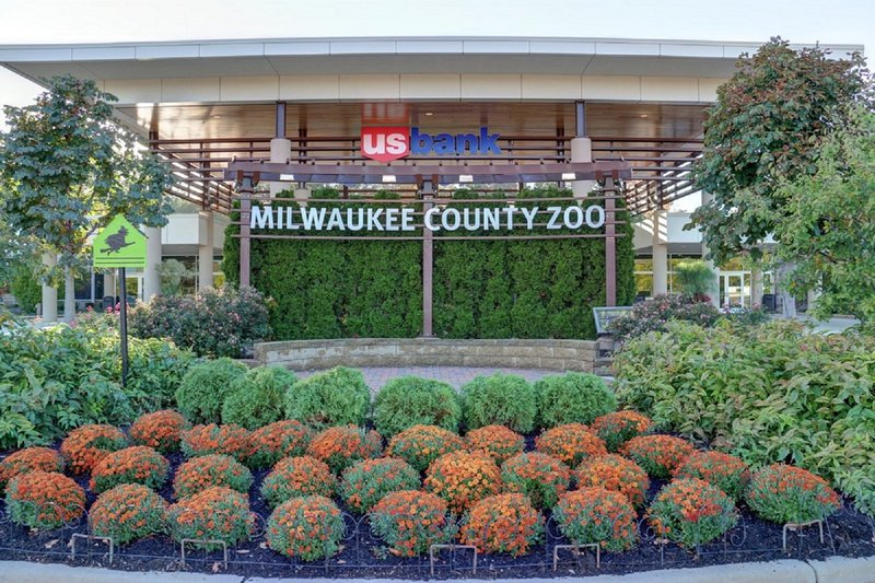 Crowne Plaza Milwaukee West-Complimentary shuttle to the Milwaukee County Zoo<br/>Image from Leonardo