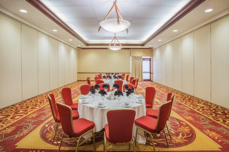 Crowne Plaza Milwaukee West-John C Doyne Meeting Room<br/>Image from Leonardo