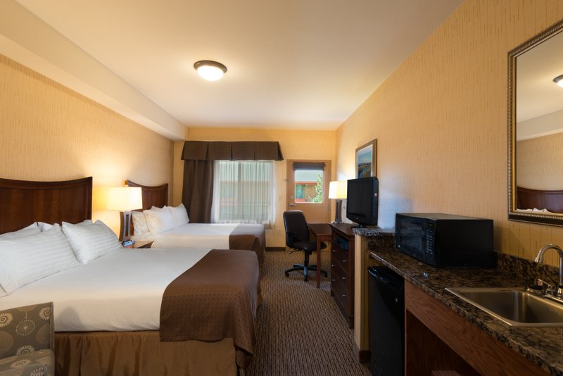 Holiday Inn Steamboat Springs-Deluxe Two Bed Queen Room<br/>Image from Leonardo