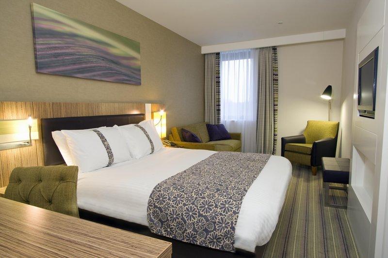 Holiday Inn Stevenage-King Bed Guest Room<br/>Image from Leonardo