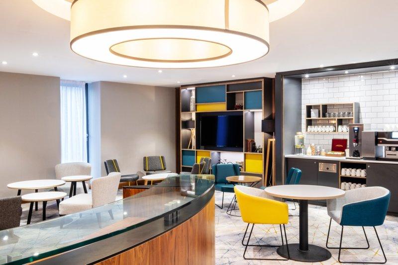 Holiday Inn Stevenage-Business Centre Lounge breakout<br/>Image from Leonardo