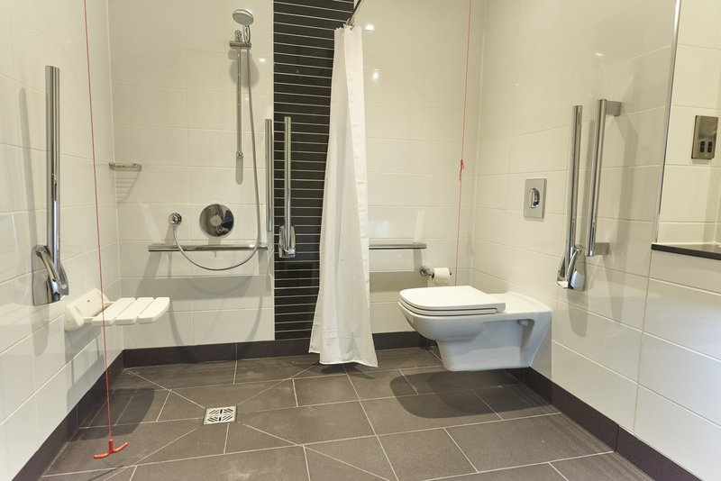 Holiday Inn Northampton West M1, Jct 16-Guest Bathroom<br/>Image from Leonardo