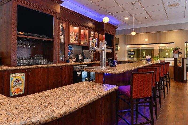 Holiday Inn New London - Mystic Area-Bar and Lounge<br/>Image from Leonardo
