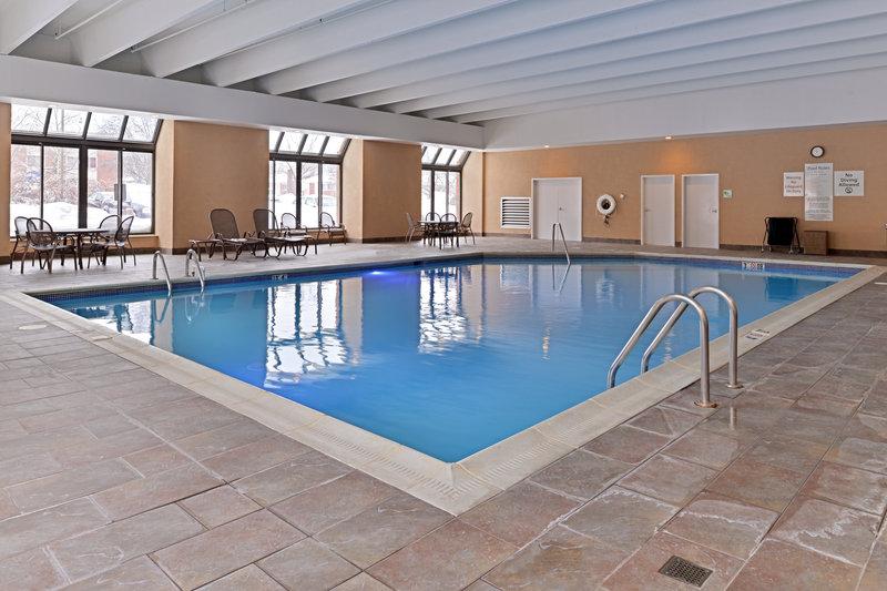 Holiday Inn New London - Mystic Area-Swimming Pool<br/>Image from Leonardo