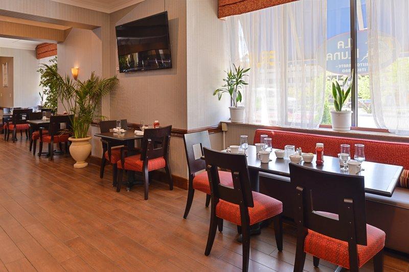 Holiday Inn New London - Mystic Area-Restaurant<br/>Image from Leonardo