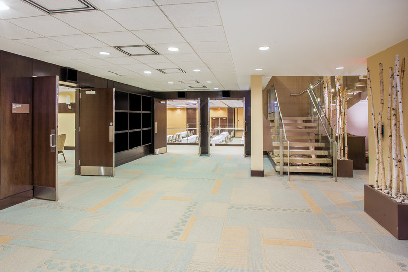 Crowne Plaza Lombard Downers Grove-Pre-function Area<br/>Image from Leonardo