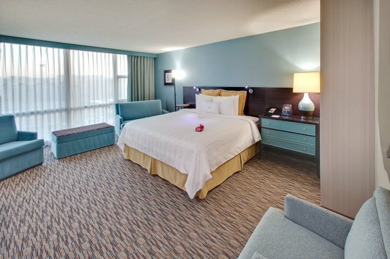 Crowne Plaza Lombard Downers Grove-King Executive Suite<br/>Image from Leonardo