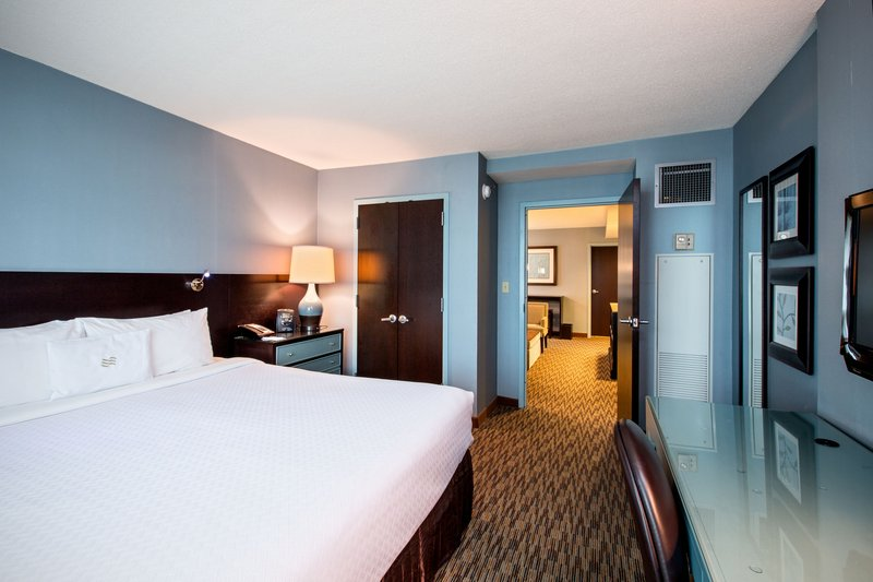 Crowne Plaza Lombard Downers Grove-King Suite<br/>Image from Leonardo