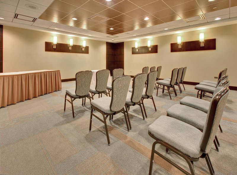 Crowne Plaza Lombard Downers Grove-Meeting Room<br/>Image from Leonardo