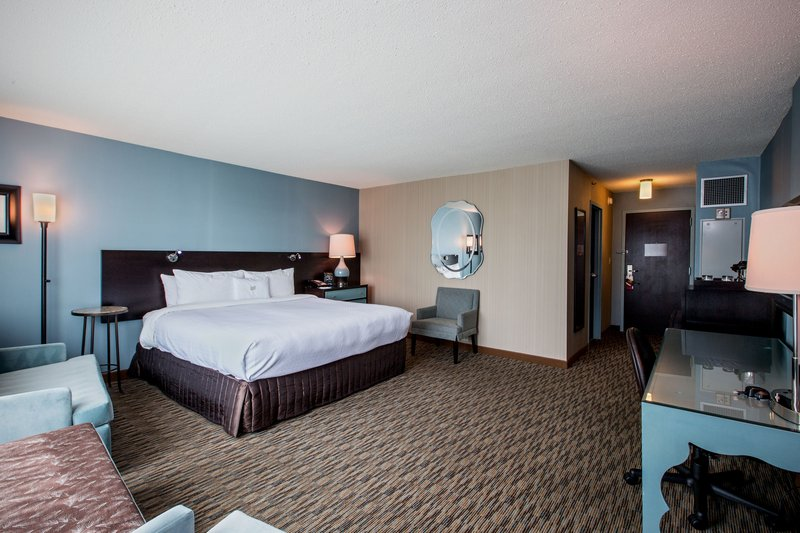 Crowne Plaza Lombard Downers Grove-King Executive Room<br/>Image from Leonardo