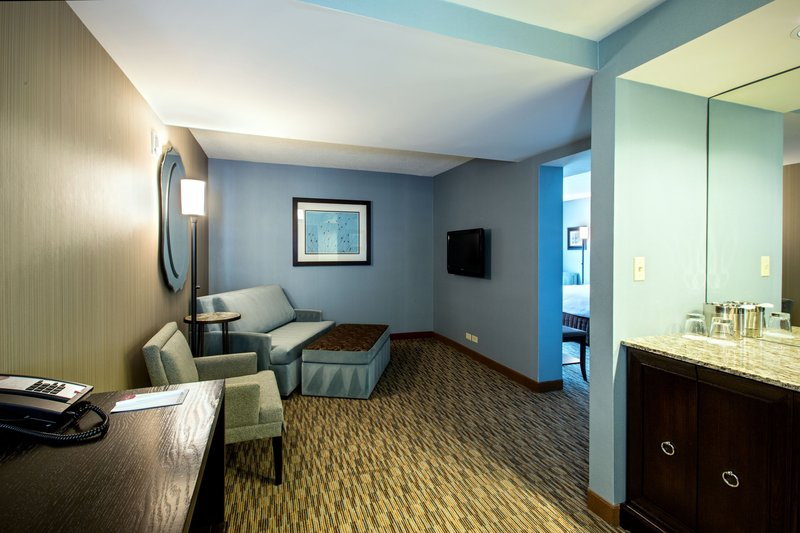 Crowne Plaza Lombard Downers Grove-King Executive Parlor Suite<br/>Image from Leonardo