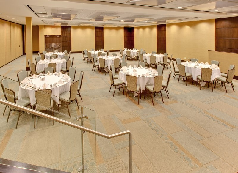 Crowne Plaza Lombard Downers Grove-Banquet Room<br/>Image from Leonardo