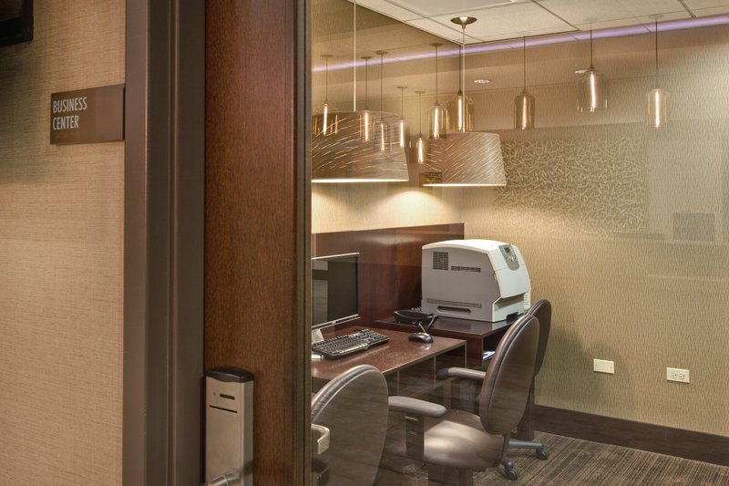 Crowne Plaza Lombard Downers Grove-Business Center<br/>Image from Leonardo
