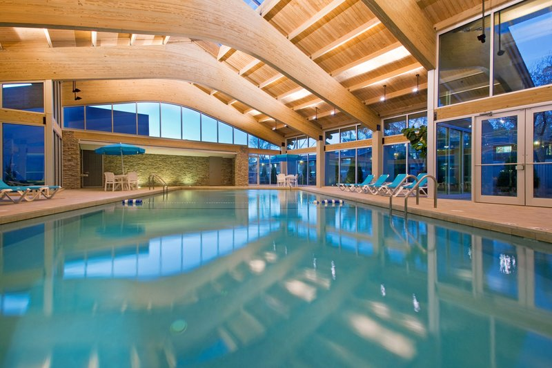 Crowne Plaza Lombard Downers Grove-Swimming Pool<br/>Image from Leonardo