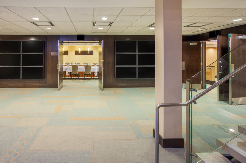 Crowne Plaza Lombard Downers Grove-Break Out Area<br/>Image from Leonardo