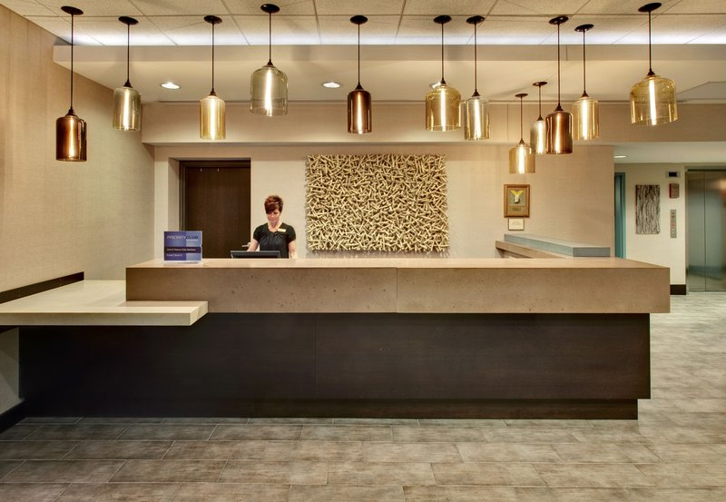 Crowne Plaza Lombard Downers Grove-Front Desk<br/>Image from Leonardo
