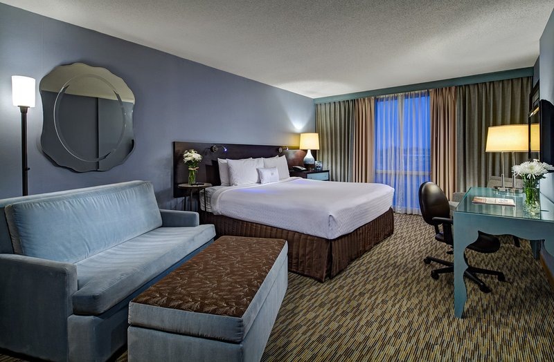 Crowne Plaza Lombard Downers Grove-Guest Room<br/>Image from Leonardo