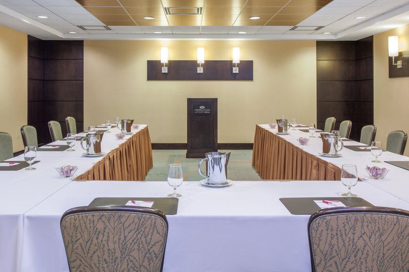 Crowne Plaza Lombard Downers Grove-Meadows Room<br/>Image from Leonardo