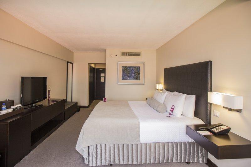Crowne Plaza San Salvador-King Bed Guest Room<br/>Image from Leonardo