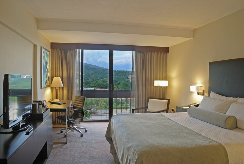 Crowne Plaza San Salvador-King Size Bed Guest Room<br/>Image from Leonardo