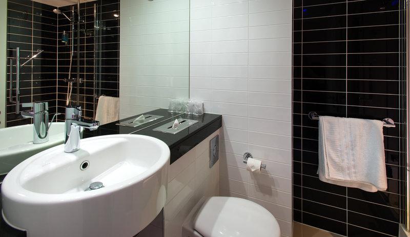 Holiday Inn Express Cambridge - Duxford M11, Jct.10-Guest Bathroom<br/>Image from Leonardo