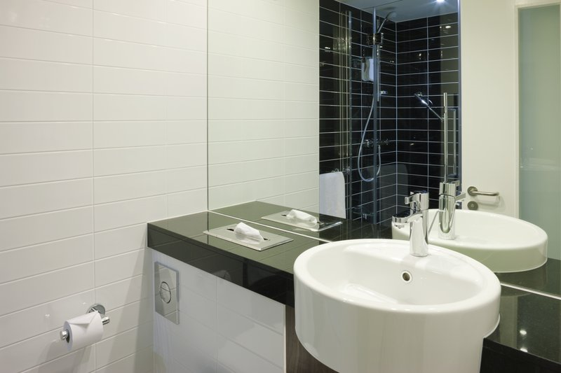 Holiday Inn Express Cambridge - Duxford M11, Jct.10-Enjoy our fantastic power shower<br/>Image from Leonardo