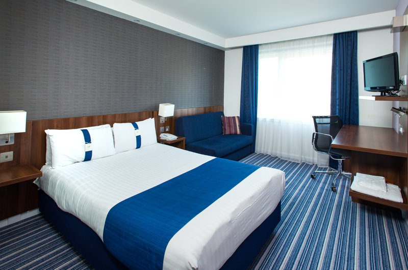 Holiday Inn Express Cambridge - Duxford M11, Jct.10-Double Bed Guest Room<br/>Image from Leonardo