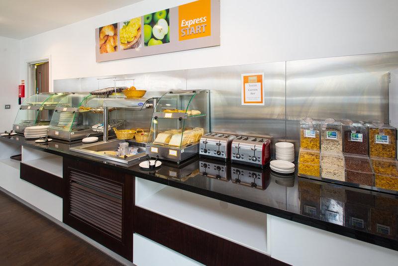 Holiday Inn Express Cambridge - Duxford M11, Jct.10-Breakfast Area<br/>Image from Leonardo