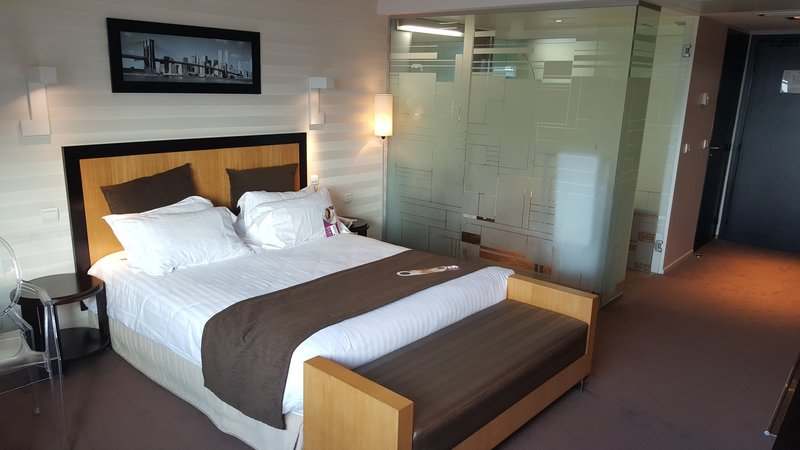Crowne Plaza Lille - Euralille-Double bed nonsmoking with tea & coffee facilities<br/>Image from Leonardo