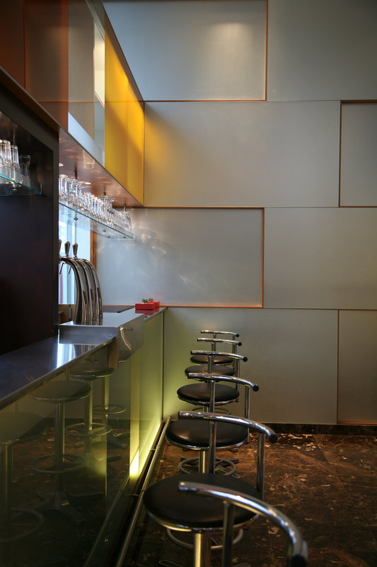 Crowne Plaza Lille - Euralille-The Bar welcomes you from 9.00am to 12.00pm<br/>Image from Leonardo