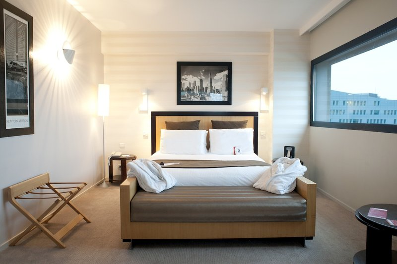 Crowne Plaza Lille - Euralille-Queen Bed Guest Room<br/>Image from Leonardo