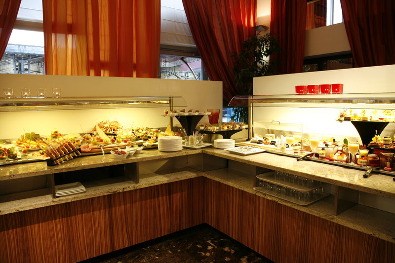 Crowne Plaza Lille - Euralille-our buffet offers you a large choice of fresh meal<br/>Image from Leonardo