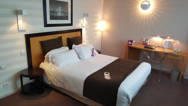Crowne Plaza Lille - Euralille-Large room with Sofa bed, Flat TV, Tea & Coffe Facilities<br/>Image from Leonardo