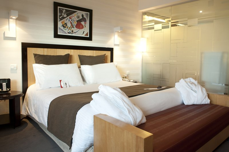 Crowne Plaza Lille - Euralille-Double Bed Guest Room<br/>Image from Leonardo