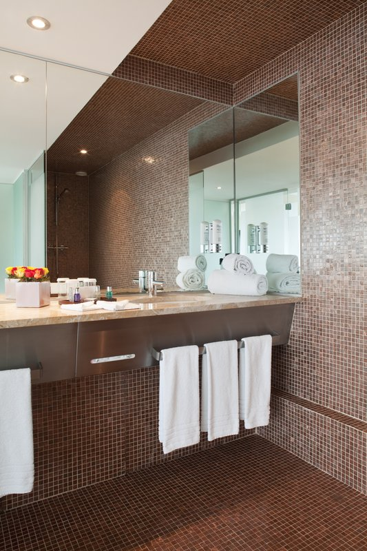 Crowne Plaza Lille - Euralille-Copper highlights for a bath...<br/>Image from Leonardo