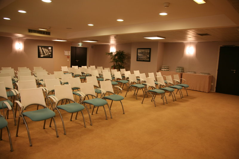 Crowne Plaza Lille - Euralille-Meeting Room<br/>Image from Leonardo