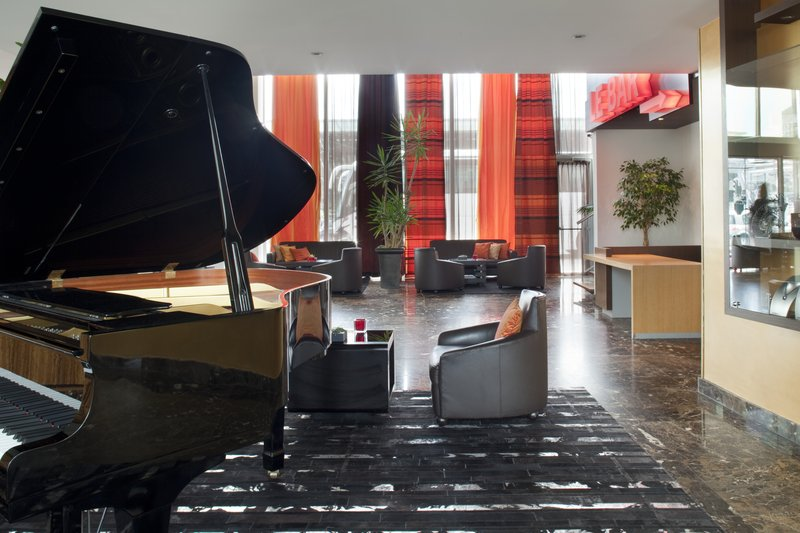 Crowne Plaza Lille - Euralille-Your Lounge either for a work or a drink. Wifi access<br/>Image from Leonardo