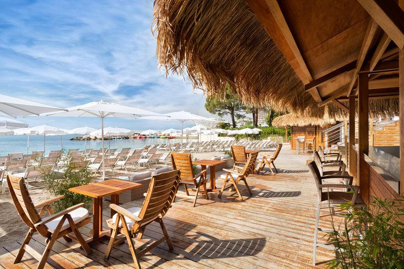 Le Meridien Beach Plaza-Alang Bar<br/>Image from Leonardo
