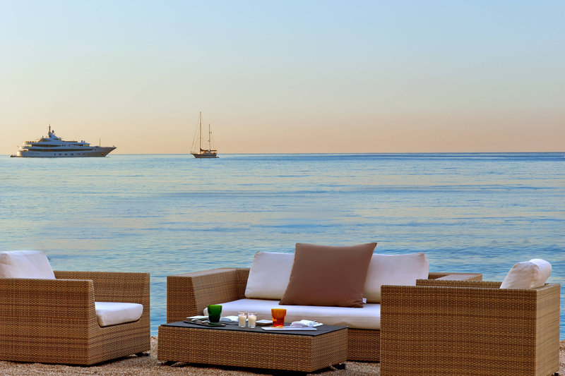Le Meridien Beach Plaza-Alang Beach Lounge<br/>Image from Leonardo